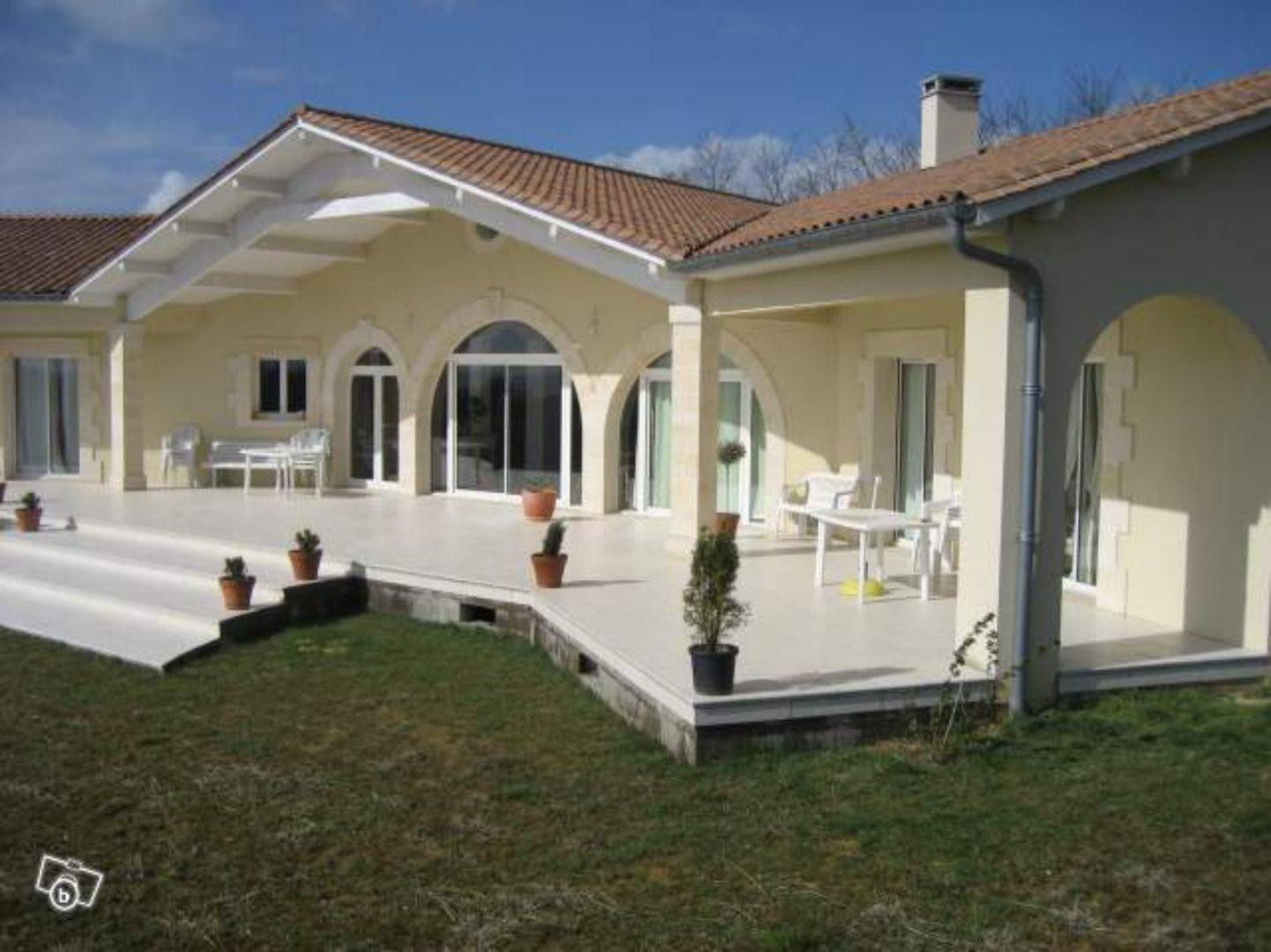 Maison neuves gallery of maison neuve ballanmir uac with for Budget construction maison neuve